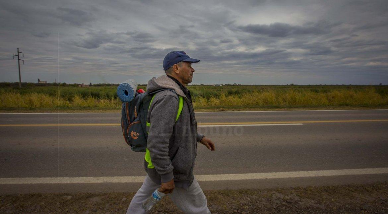 #MilagroParaElMundo | Los peregrinos de Orán ya caminan al encuentro del señor y la Virgen del Milagro | FOTOS: Javier Corbalán