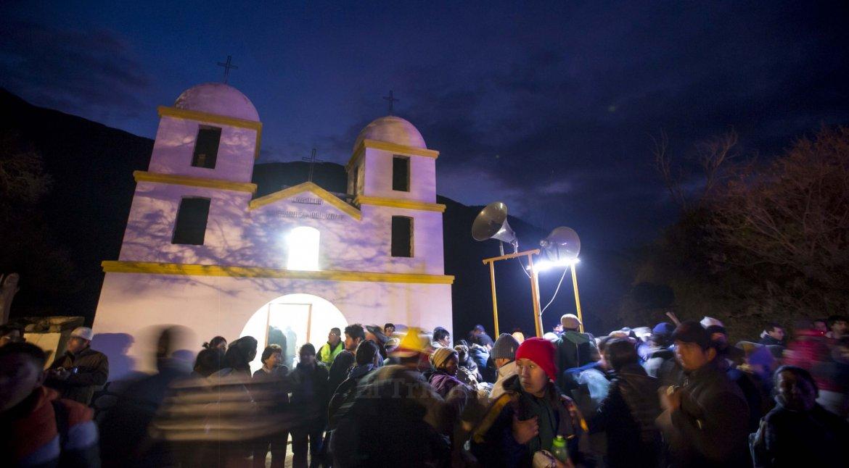 Peregrinos de la Puna en su camino a Salta. Foto Javier Corbalán.