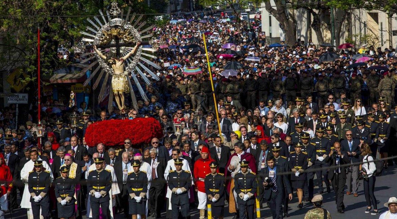 El Señor del Milagro en procesión. Foto Javier Corbalán.