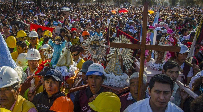 MILAGRO | La procesión recorrió 16 cuadras hasta el monumento 20 de Febrero, donde se realizó el Pacto de Fidelidad. Foto: Pablo Yapura